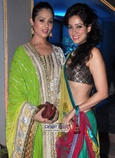 Anjana Sukhani and Vidya Malawade at Sachiin Joshi & Urvashi Sharma's Diwali Bash 2013