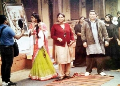 Asin, Smriti Irani and Rishi Kapoor on the sets of film Mere Apne