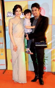 Bhushan Kumar along with his wife Divya Khosla and kid at Nickelodeon Kids Choice Awards 2013