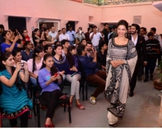 Deepika Padukone arrived during the Ram Leela film promotion at Jaipur