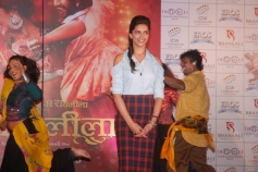 Deepika Padukone at Infiniti Mall 2 in Malad for Ram Leela promotion