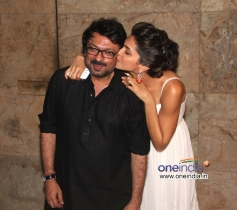 Deepika Padukone kisses Sanjay Leela Bhansali at Special screening of film Ram Leela