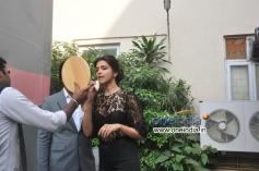 Deepika Padukone preparing for Ram Leela promotion at Mehboob Studio