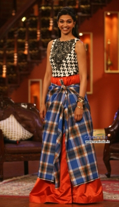 Deepika Padukone wore lungi during Ram Leela film promotion on the sets of Comedy Nights with Kapil