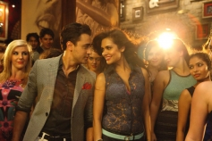 Imran Khan and Esha Gupta still from film Gori Tere Pyaar Mein