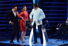 Imran Khan and Kareena Kapoor promotes Gori Tere Pyar Mein on sets of KBC 7