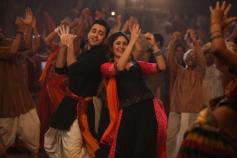 Imran Khan and Kareena Kapoor still from film Gori Tere Pyaar Mein