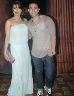 Jay Sean poses with Priyanka Chopra during his private dinner