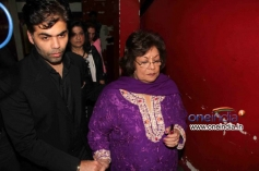 Karan Johar with her Mother at Gori Tere Pyaar Mein Special Screening
