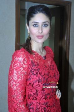 Kareena Kapoor during the promotion of their film Gori Tere Pyar Mein on sets of KBC 7