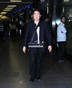 Kareena Kapoor father Randhir Kapoor snapped at Mumbai airport