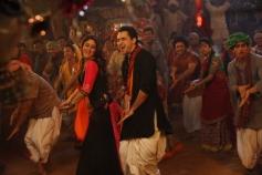 Kareena Kapoor and Imran Khan still from film Gori Tere Pyaar Mein