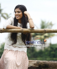 Malavika in Malayalam Movie Pattam Pole
