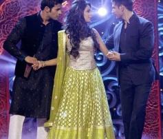 Mallika Sherawat with Bachelor Guys