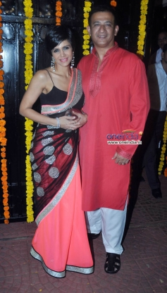 Mandira Bedi and filmmaker Raj Kaushal at Ekta Kapoor's Diwali Bash 2013