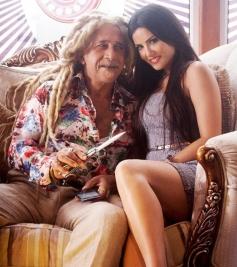 Naseeruddin Shah and Sunny Leone still from film Jackpot