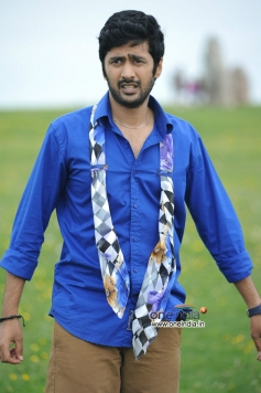Rahul Ravindran stills from Nenem Chinna Pillana