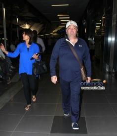Ranbir Kapoor parents Rishi Kapoor and Neetu Singh snapped at Mumbai airport