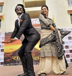Ranveer Singha and Deepika Padukone performs during Ram Leela film promotion