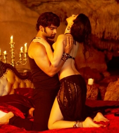 Sachiin Joshi and Sunny Leone sizzling still from film Jackpot