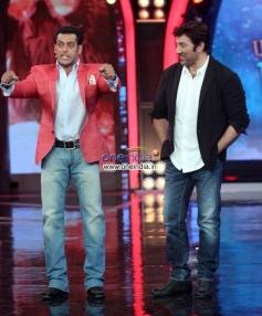 Salman Khan imitates Sunny Deol character from his film Singh Sahab The Great