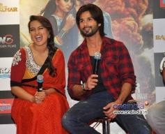 Shahid and Sonakshi having fun at promotion of film R... Rajkumar