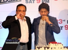 Shahrukh Khan drinks champagne  at Zee TV's success party for film Chennai Express
