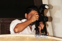 Shahrukh Khan snapped outside his house Mannat