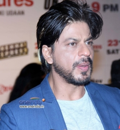 Shahrukh Khan with a new hairstyle at Zee TV's success party for film Chennai Express