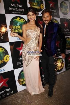 Shilpa Shetty & Terrence Lewis at Diwali Celebration on the Sets of Nach Balliye