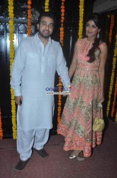 Shilpa Shetty with her husband Raj Kundra at Ekta Kapoor's Diwali Bash 2013