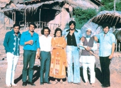 Sholay film rare pic from on the sets