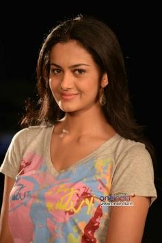 Shubra Aiyappa still from Pratinidhi Movie
