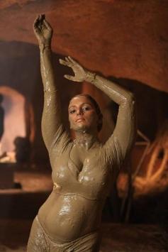 Shweta Menon still from Uyirin Osai Movie