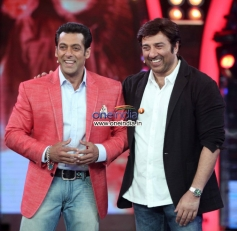Singh Sahab The Great film promotion on the sets of Big Boss