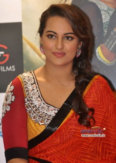 Sonakshi Sinha poses at promotion of film R... Rajkumar