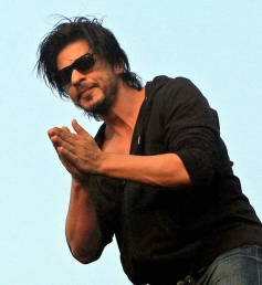 SRK waves to his fans on his birthday