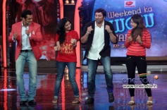 Sunny Deol shake a leg with ladies during promotion of his film Singh Sahab The Great