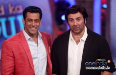 Sunny Deol with Salman Khan on the sets of Big Boss 7