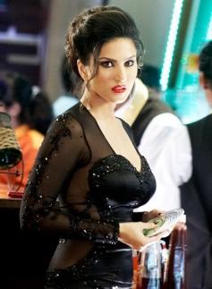 Sunny Leone still from film Jackpot