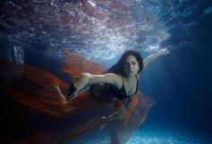 Sunny Leone under sea still from film Jackpot