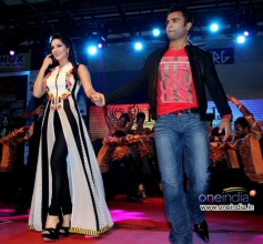 Sunny Leone with Sachiin Joshi arrive at Music launch of film Jackpot