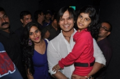 Vivek Oberoi lifts a girl kid at the special screening of Krrish 3