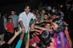 Vivek Oberoi thanked by the kids at the special screening of Krrish 3