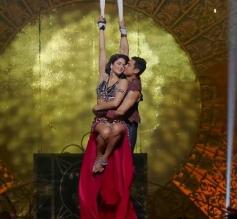 Aamir Khan and Katrina Kaif still from film Dhoom 3 - Malang song
