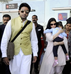 Abhishek Bachchan and Aishwarya with their daughter Aradhya arrive in Bhopal