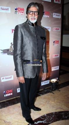 Amitabh Bachchan arrive at CNN-IBN's Senior Citizen Awards 2013
