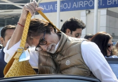Amitabh Bachchan arrives in Bhopal to attend a marriage function