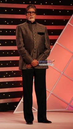 Amitabh Bachchan on the stage of CNN-IBN's Senior Citizen Awards 2013