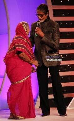 Amitabh Bachchan presented CNN-IBN's Senior Citizen Awards 2013